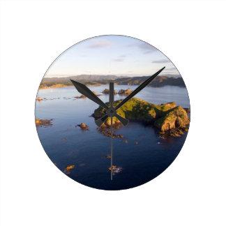 Reloj Redondo Mediano Costa idílica Nueva Zelanda de la bahía suave