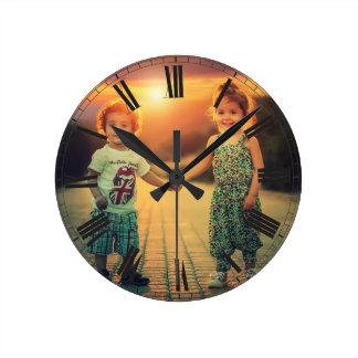 Reloj Redondo Mediano Cree su elegante con clase de Brown de la foto de