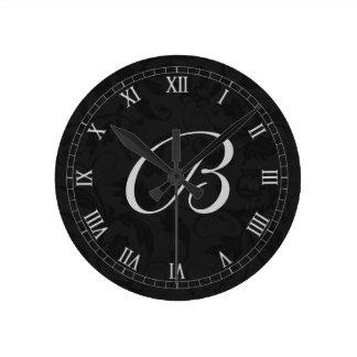 Reloj Redondo Mediano Damasco negro con los números romanos y el