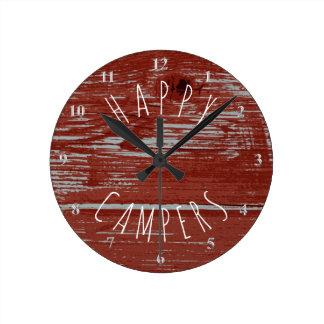 Reloj Redondo Mediano El acampar rústico rojo de madera el | del granero