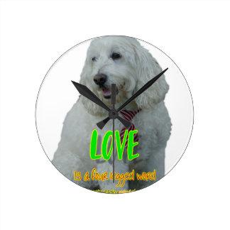 Reloj Redondo Mediano El amor es una palabra legged cuatro