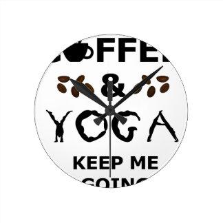 Reloj Redondo Mediano El café y la yoga guardan el ir