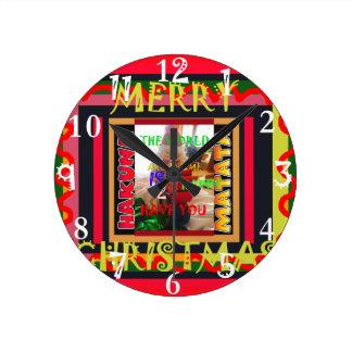 Reloj Redondo Mediano El mundo alrededor de mí es feliz de tenerle me
