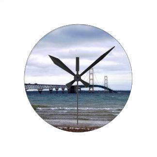 Reloj Redondo Mediano El puente de Mackinac