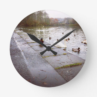 Reloj Redondo Mediano En el lago