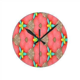 Reloj Redondo Mediano Estampado de flores rosado con el basketweave
