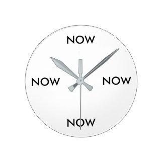 Reloj Redondo Mediano Eterno ahora registre