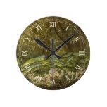 Reloj Redondo Mediano Fe victoriana, bajo las hojas del muelle de Doyle