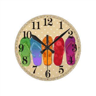 Reloj Redondo Mediano Fiesta de la playa de los balanceos de las sandali