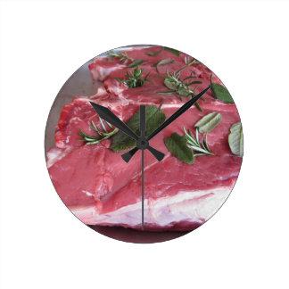 Reloj Redondo Mediano Filete veteado crudo fresco de la carne