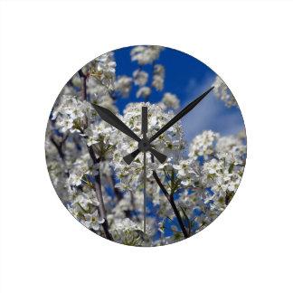 Reloj Redondo Mediano Floraciones de la pera de Bradford