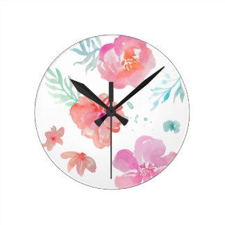Reloj Redondo Mediano Flores rosadas románticas de la acuarela