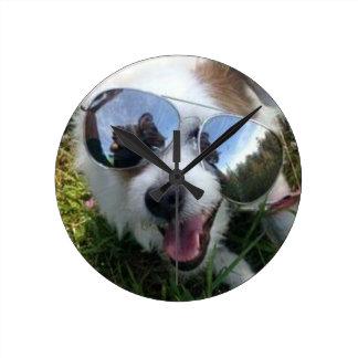 Reloj Redondo Mediano Gafas de sol en el FUTURO BRILLANTE del perro para