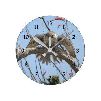 Reloj Redondo Mediano Halcón de la pradera