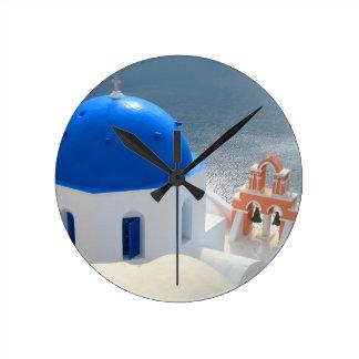 Reloj Redondo Mediano Iglesia de Santorini por la tarde Sun