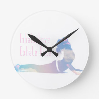 Reloj Redondo Mediano Inhale la serie de la yoga del amor