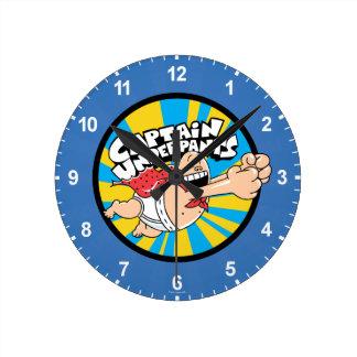 Reloj Redondo Mediano Insignia del héroe de capitán que vuela Underpants