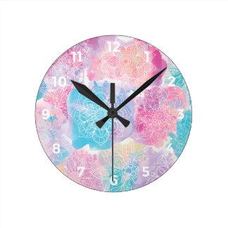 Reloj Redondo Mediano Las mandalas de la acuarela coloridas salpican
