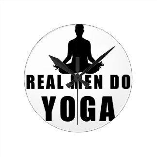 Reloj Redondo Mediano los hombres reales hacen yoga