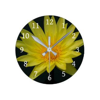 Reloj Redondo Mediano Lotus amarillo Waterlily