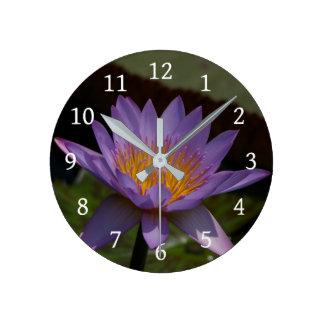 Reloj Redondo Mediano Lotus púrpura Waterlily