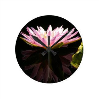 Reloj Redondo Mediano Lotus rosado Waterlily