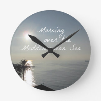 Reloj Redondo Mediano Mañana sobre el mar Mediterráneo