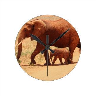 Reloj Redondo Mediano Momia y Cub del elefante
