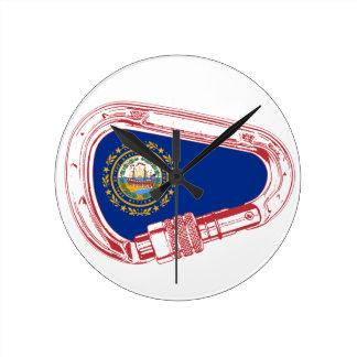 Reloj Redondo Mediano Mosquetón que sube de la bandera de New Hampshire