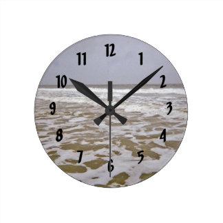 Reloj Redondo Mediano Orillas de la isla del roble a lo largo de