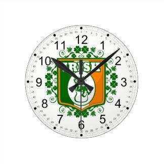 Reloj Redondo Mediano Oro del Leprechaun del día del St Patricks