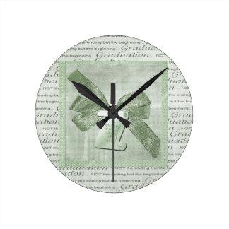 Reloj Redondo Mediano Palabras de la graduación, arco grande con el