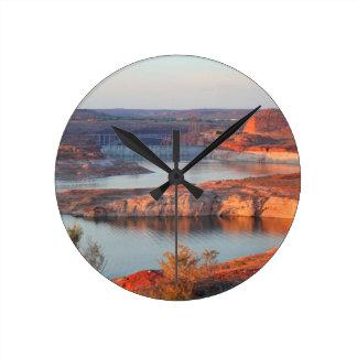 Reloj Redondo Mediano Presa y puente en la salida del sol