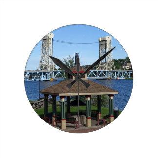 Reloj Redondo Mediano Puente de elevación del lago Portage