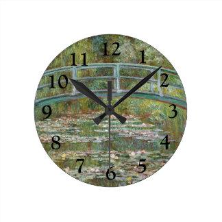 Reloj Redondo Mediano Puente del arte de Monet sobre una charca de los