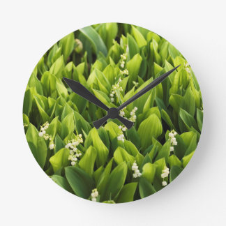 Reloj Redondo Mediano Remiendo de la flor del lirio de los valles