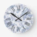 Reloj Redondo Mediano Rosas azules Toile del vintage de PixDezines