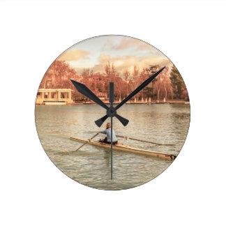 Reloj Redondo Mediano Rowing de la mujer en Del Retiro Park, Madrid,