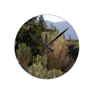 Reloj Redondo Mediano Sagebrush y montañas