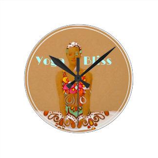 Reloj Redondo Mediano Serie de la dicha de la yoga