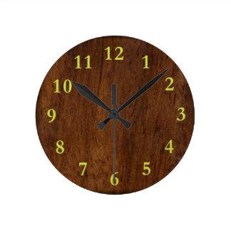 Reloj Redondo Mediano Simple elegante de madera oscuro