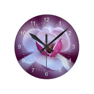 Reloj Redondo Mediano sombras rosadas de la magnolia