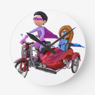 Reloj Redondo Mediano Super héroes en un ciclomotor con un coche lateral