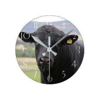 Reloj Redondo Mediano Toro de ganadería negro de Angus