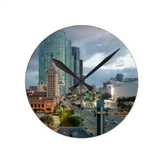 Reloj Redondo Mediano Torre famosa de Freeom del cubano en Miami
