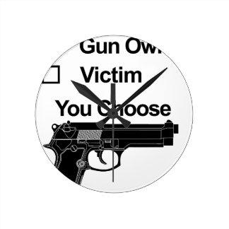 Reloj Redondo Mediano víctima del dueño de arma que usted elige