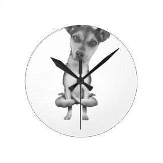 Reloj Redondo Mediano Yogi Doggie cute dog in yoga asana , cool funny