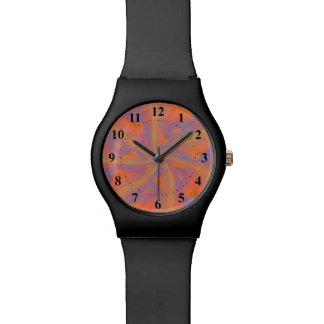 Reloj rosado y violeta anaranjado de los brazos es