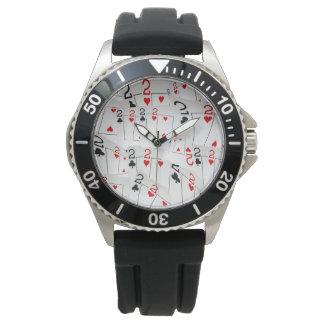 Reloj Tarjetas número dos del póker en un modelo,