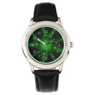 Reloj verde de las flores del cordón